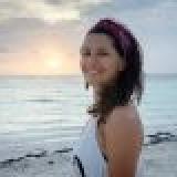 Alica Khan Atmann -- Yoga-Lehrerin